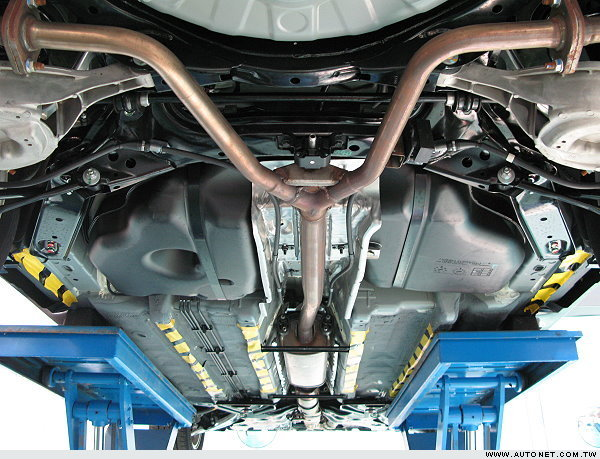轿车底盘结构图
